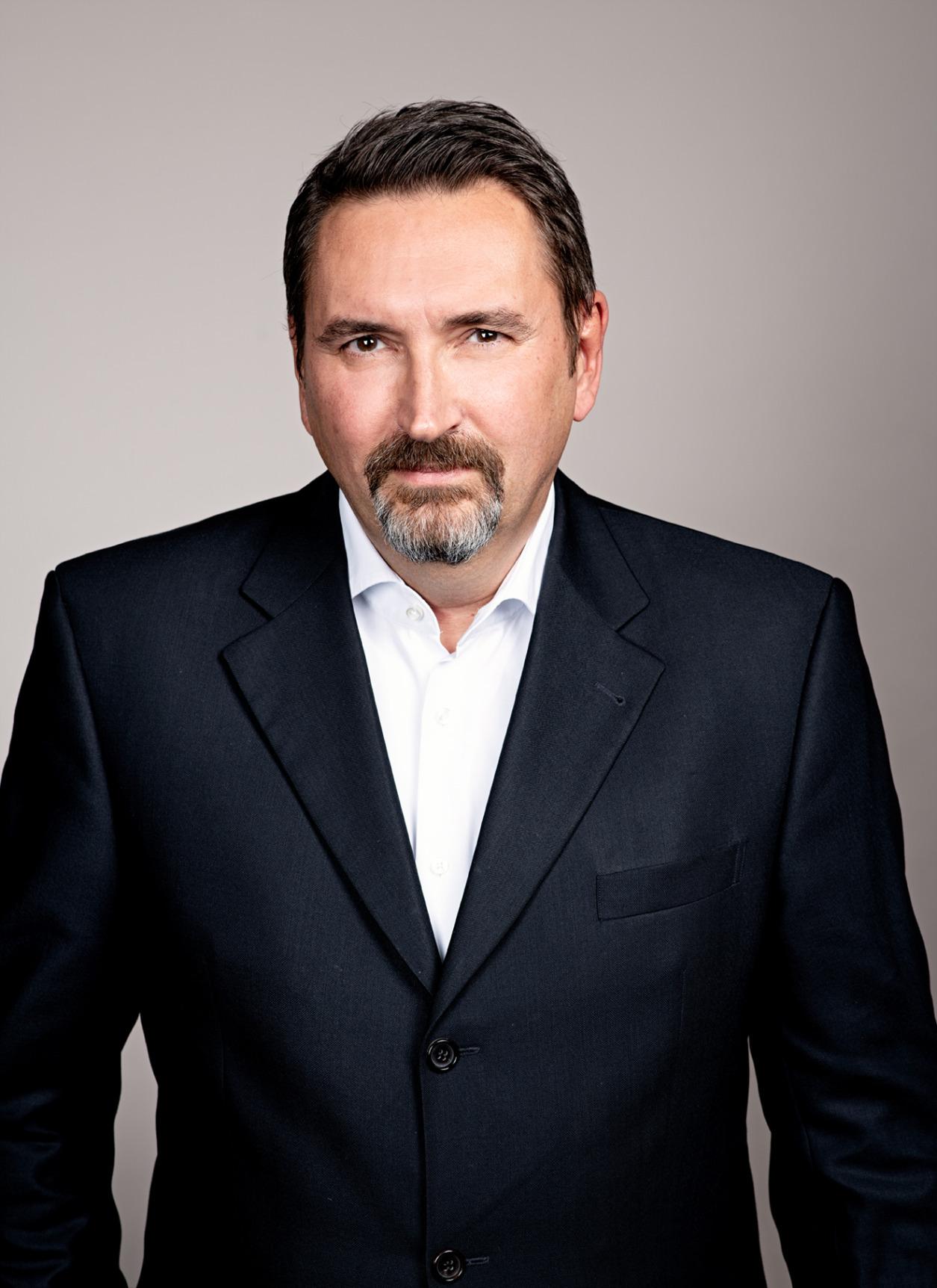 Dr. Christian Breuer
